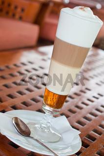 Latte Machiato mit Karamell