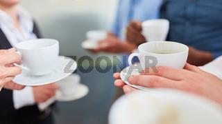 Gruppe Business Leute beim Kaffee trinken