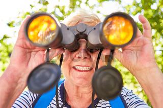 Fernglas als Konzept für Orientierung und Kontrolle
