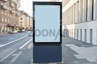 City-Light-Poster Mock-Up Template auf Bürgersteig