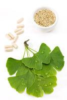 Ginkgoblätter mit Medizin