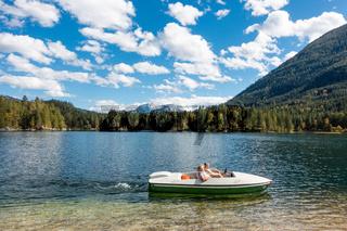 Bootsfahrt auf dem Hintersee, Nationalpark Berchtesgaden, Deutschland