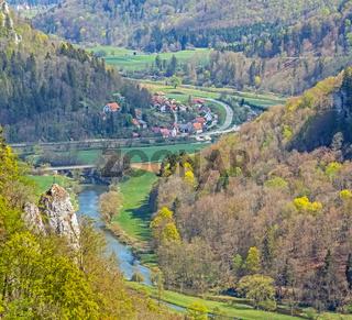 Donautal mit dem Weiler bzw.  Beuroner Teilort Langenbrunn