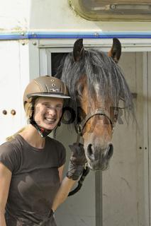 Pferd im Hänger / Horse in a trailer