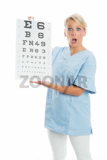 Ärztin mit Sehtafel