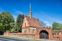 bernau bei berlin, deutschland - 30.04.2019 - historische feldsteinkirche am hospital st. georg