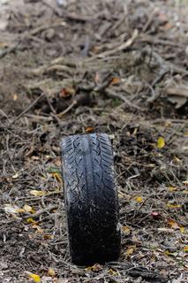 Autoreifen im Müll
