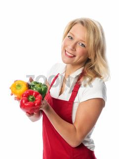blonde hausfrau präsentiert frische paprika