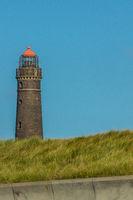 Leuchtturm auf Borkum vor blauem Himmel