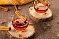 Healthy Green / Black Tea with Cardamom and Cinnamon