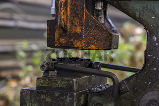 Detail einer Maschine in einer Schlosserei