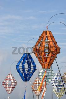 Windspiele auf einem Drachenfest