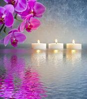 Japanischer Garten mit Kerzen und Meditation