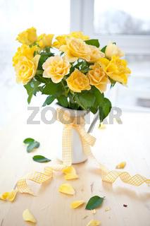 Frische gelbe Rosen