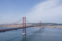 Rio Tejo mit Ponte 25 de Abril, Lissabon