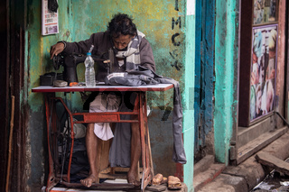 Streetlife and portraits from Calcutta.More than 5 million people live in the city.Some people earn a living by shaving, tailoring or driving rickshaws.