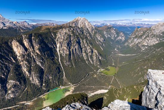 Aussicht vom Monte Piana ins Hoehlensteintal, Dolomiten