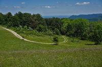 Landschaft  auf der Schwäbischen Alb, Blick zum Hohenheuffen und Teck