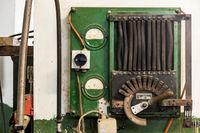 Elektrischer Schaltkasten in einem Galvanisierungsbetrieb