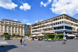 Frankfurt, Deutschland - Hauptwache an einem sonnigen Tag