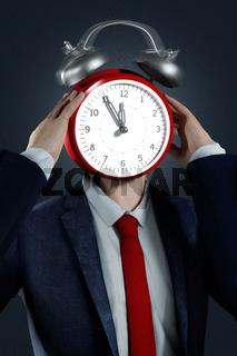 Arbeitnehmer steht unter enormen Zeitdruck. ––– An employee has enormous time pressure.