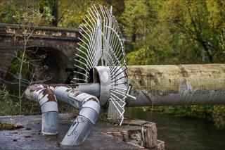 Das alte Versorgungsrohr ueber dem Chemnitz Fluss