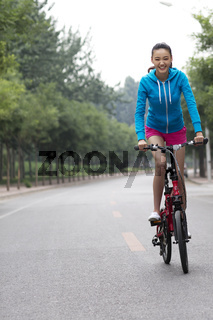 Young women to ride a bicycle on the road