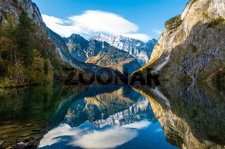 Blick über den Obersee auf die Ostwand des Watzmanns, Nationalpark Berchtesgaden, Deutschland