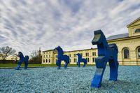 Skulpturen Blaue Pferde vor Marstall, Schwerin, Mecklenburg-Vorpommern, Deutschland