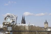 Blick von der Aussichtsterrasse am Schokoladenmuseum, im Hintergrund der Kölner Dom und Gross Sankt Martin
