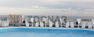 Swimming Pool über den Dächern von Malaga