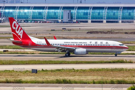 China United Airlines CUA Boeing 737-800 Flugzeug Flughafen Guangzhou