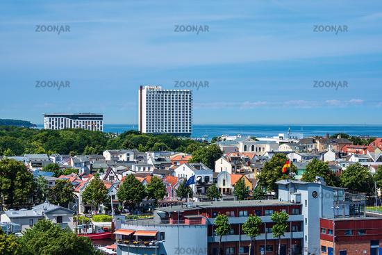 Blick über Warnemünde auf die Ostsee