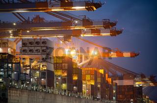 Container Terminal Eurogate Burchardkai in Hamburg, Beladen und Entladen von Container Schiffen