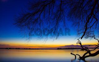 Blaue Stunde auf der Elbe