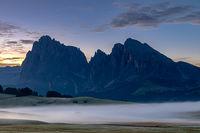 Tagesanbruch auf der Seiser Alm, Alpe di Siusi, Suedtirol