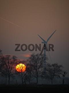 Windkraftanlage am Abend