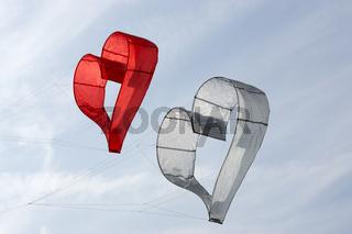 Herz-Windspiel auf einem Drachenfest