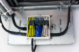 Cable connection in box