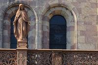 Figur der heiligen Maria am Freiburger Muenster