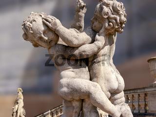 Engelsfiguren an der Schlosstreppe, Detailaufnahme