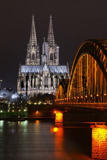 Hohenzollernbrücke, Dom, Philharmonie, Rhein, Köln