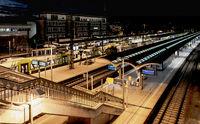 Nachts am Bahnhof