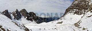 Der Laserzkessel in den Lienzer Dolomiten mit den Gamswiesenspitzen und Bloßkofel nach einem nächtlichen Schneefall