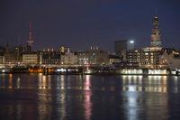 Skyline von Hamburg mit Michel, Nachtaufnahme,  Deutschland