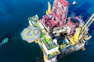 Drilling platform in the port. Towing of the oil platform