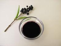 Aus Ligusterbeeren gemachte schwarz violette Tinte, Ligusterbeerentinte