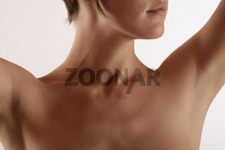 weiblicher Hals und Brustkorb