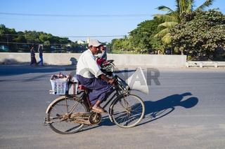 Fahrrad mit Lautsprecher, Mandalay, Myanmar, Asien