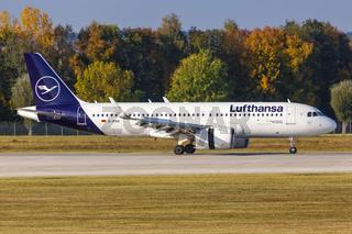 Lufthansa Airbus A320neo Flugzeug Flughafen München in Deutschland